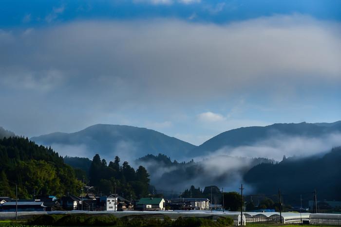 奈良県の北東部に位置する曽爾村は、『古事記』では「蘇邇」、『日本書紀』では「素珥山」の記述で現れる古い歴史を持つ村です。