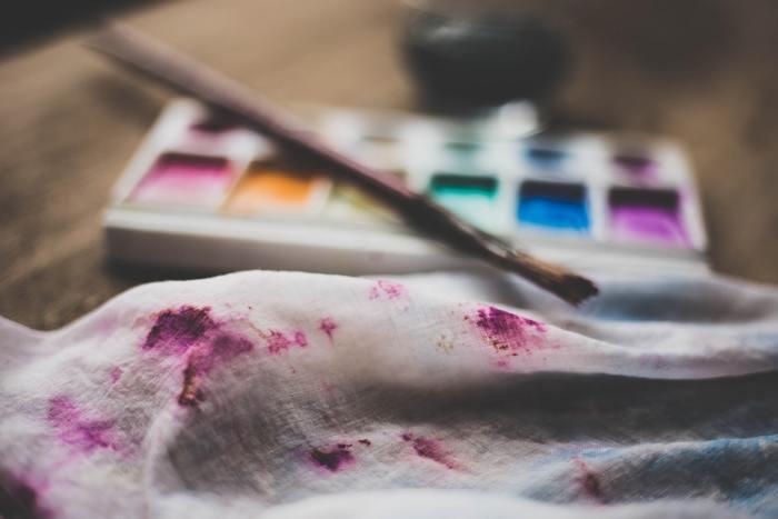 たとえば、写真集や画集をめくったり、好きなアート作品を見るというのも一つの気分転換。でも時には、より積極的に関わってみてもいいですよね。絵を描いたり、コラージュに挑戦してみるのもいい。何かを創作するという行為はきっと、内面の充実感につながります。