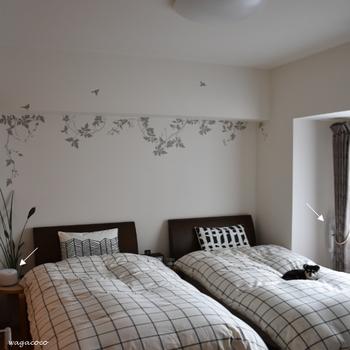 寝室のサイドテーブルにやわらかな自然の香りを置けば、ぐっすり安眠できそう。