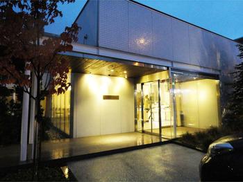 1988年に札幌で創業した「ショコラティエ・マサール」は、「北海道に本格的なショコラ文化を広めたい」という理念のものとに作られたショコラトリーです。初期はショコラ専門店として営業していましたが、最近では生ケーキやパフェなども提供していて、そちらも人気を誇っている洋菓子店となっています。