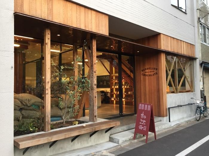 """サンフランシスコで誕生した""""bean to bar""""チョコレートのファクトリー。日本上陸は2016年で、「ブルーボトルコーヒー」を紹介した堀淵清治氏によって、オシャレな店の進出が相次ぐ蔵前にオープンしました。"""