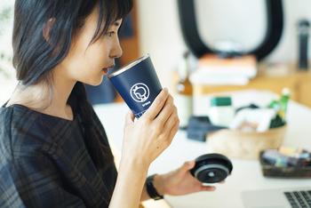 コーヒーを入れておくのに、こんなタンブラーはいかが?保温保冷が出来てちょうどいいサイズ。イヤマちゃんのイラストもちょっぴり目立ってキュートです。