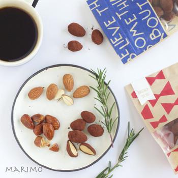 アーモンドをキャラメリゼして、チョコでコーティング。あとは、ココアをまぶします。風味豊かでコーヒーのおともにもぴったりの、上質なお菓子です。一度にたくさんできるのもうれしい♪