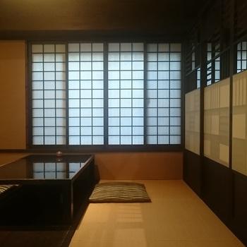 テーブル席以外に掘りごたつの部屋もあり、落ち着いた雰囲気でゆっくりいただけます。