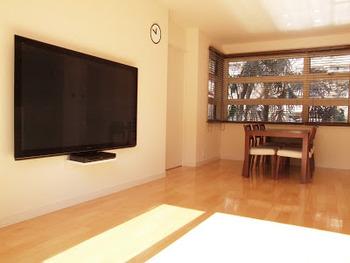 また、大きな家具が不要になると、身の安全も確保しやすく、それが日々の安心感に繋がります。  家の中から多すぎるものを減らしてゆく……シンプルですが、これからも地震と共に生きてゆく私たちの、備え方の一つとして参考にしたいですね。