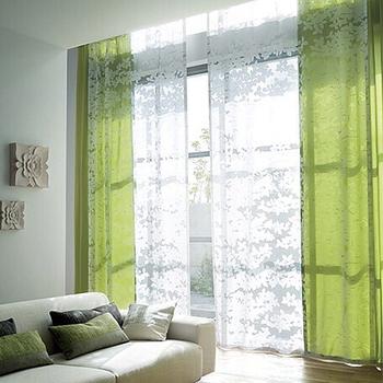グリーンのカーテンも馴染みやすいカラーです。明るく落ち着いた雰囲気に◎バリの小物と合わせてリゾート風に仕上げても。