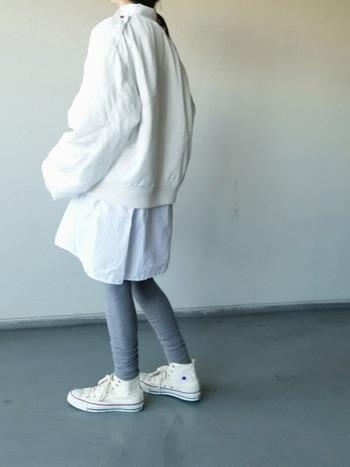 裾をくしゅくしゅさせたり、靴下をレイヤードしたり…様々な着こなしを楽しめる『レギンス』。今年はニット素材や淡いカラーのものなど、いろんなデザインがラインナップ!冬アイテムを合わせて、ほっこりあたたかな着こなしはいかがですか?
