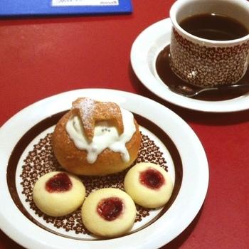 北欧雑貨&カフェの「マルカ」のセムラはダーラナホースのパンが飾ってあって、とってもキュート!