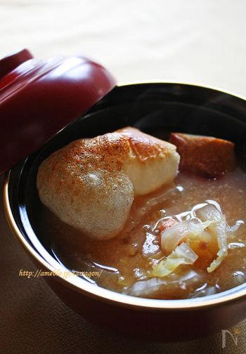 お味噌に明太子を混ぜて溶いたら、ぷちぷちとした食感の楽しいお雑煮になりました。細く切った白菜がくったりとしてとても美味しいんですよ。