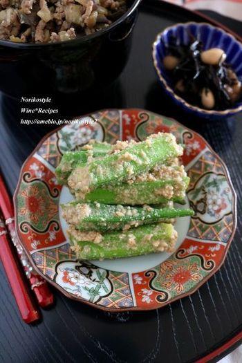 味噌+ごまで、こっくり濃厚な味わいに。野菜はオクラひとつですが、ごまの香りが野菜を引き立てます。