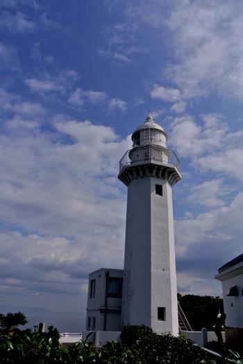 日本最初となる洋式灯台が設置されたのが、ここ観音崎公園。現在3代目となる観音埼灯台は、浦賀水道を航行する船舶を見守ります。