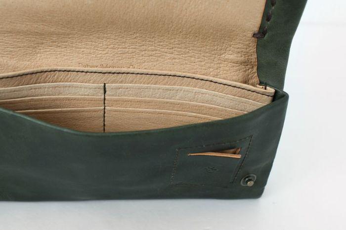 カードポケットも沢山ついているので、お財布の中をスッキリとキレイに整頓する事ができます。