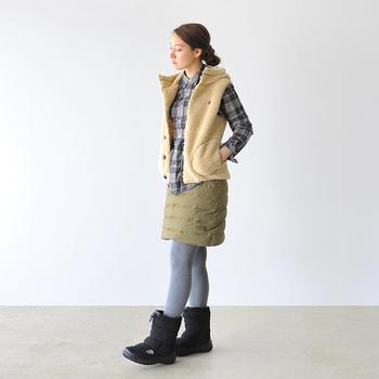 ボリューム感あるデザインで、短めのボトムスとの相性バツグンです。足首まですっぽりと覆われる丈で、暖かさはお墨付き。