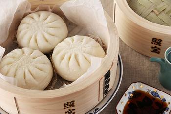 中華せいろは、和せいろに比べて浅い作りになっているのが特徴。中身が取りやすいので、食卓へそのまま並べて食べるのもいいですね。