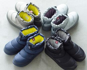 カラーはシルバー、チャコール、ネイビー、ブラックの全4色。それぞれの色に合わせた内側の配色もポイントです。