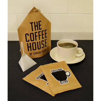 いつも忙しい同僚や先輩に是非贈りたいのが、こちらのコーヒーバッグ。お湯を注いてしばし待つだけで美味しい本格コーヒーをいただくことができますよ。
