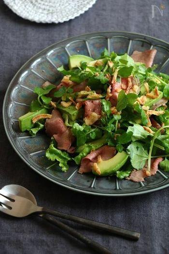 見た目も華やか、彩り豊かなサラダのレシピ。お野菜もしっかりとれる健康サラダです。