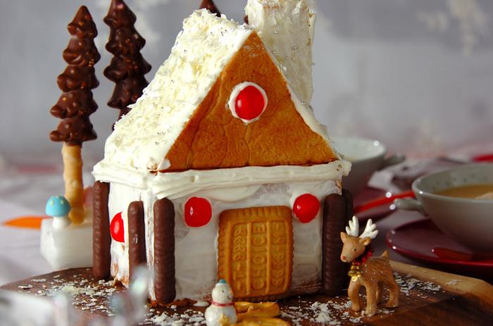 お菓子の家も食パンで作れるの?そうなんです!スライスされていない食パン一斤を上手に生かして作られているところが魅力のレシピ。おうちの中にはホイップクリームやフルーツが入っていて、食べる時のワクワクもしっかり詰まっています♪