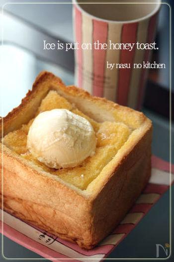 甘いトーストと言えば、ハニートーストもかかせません。スイーツならここは思い切って、分厚い食パンを使って作ってみるのもNiceです♪カフェで出てくるようなハニートーストをおうちでじっくり味わいましょう。