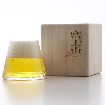 ビールを注げばこの通り!見事な富士山が目の前に現れます。男女関係なくお酒好きの方に喜ばれるデザイン性の高いグラスです。
