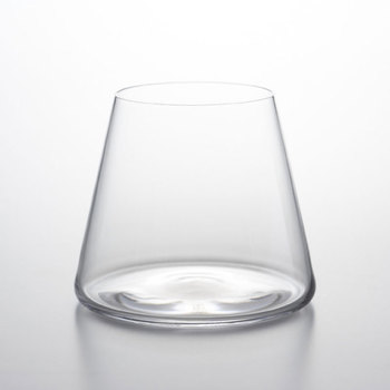 「Tokyo Midtown Award」の2008年審査員特別賞を受賞した、ガラス工房スガハラの手がける「富士山グラス」。