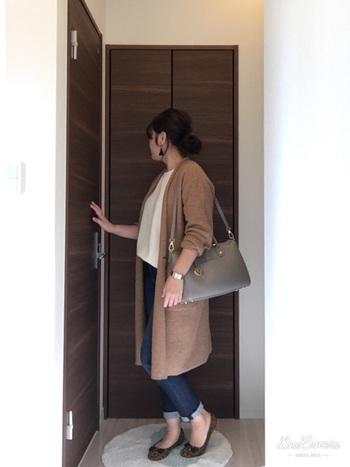 「フルラ」はシンプルなものからアクセサリー風の華やかなバッグまで幅広いデザインのバッグを展開していますが、ブランド名やロゴを強調したバッグではないのでナチュラルさんにも使いやすいのではないでしょうか。