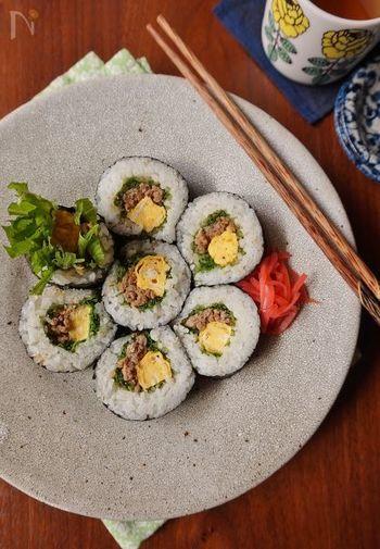 水菜と肉みそコンビを海苔巻きでぐるぐる。いつものおかずやご飯に少し飽きてきたら作ってみてはいかが?