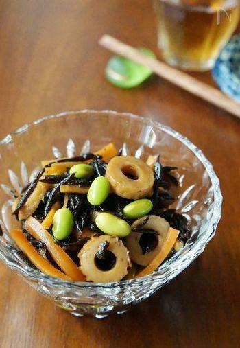 ひじきと枝豆のコンビはヘルシーな常備菜にも適したおかず。ひじきから食物繊維や鉄分を手軽に摂れますし、枝豆が加わることで緑の彩が入ってお弁当が綺麗に見えます。