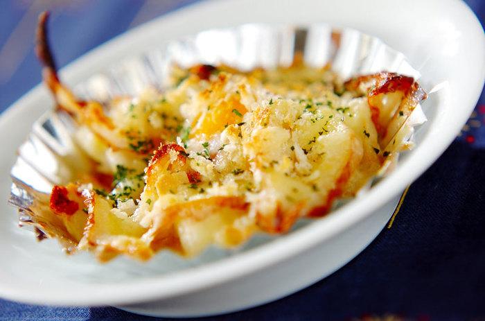 コスパ抜群のチーズ×ちくわコンビ。間違いなくこれだけで美味しい、こどもたちも喜ぶお弁当のおかずです。パセリをちらして彩り良く仕上げましょう。