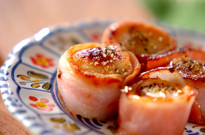 ホタテだけでも美味しいのに、そこにベーコンの旨みがさらに加わった豪華なおかず。お弁当に赤の彩りと栄養素が足りないときにもおススメです。