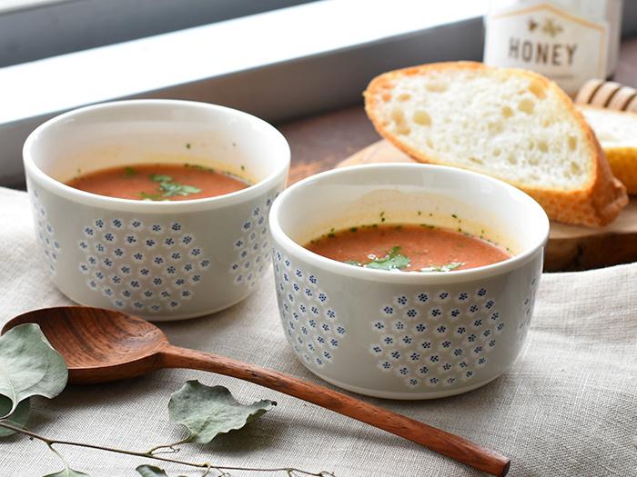 250mlの容量のボウルは、小さめサイズでコロンとした形が可愛らしい。スープの他にサラダやデザートを入れても良さそう。