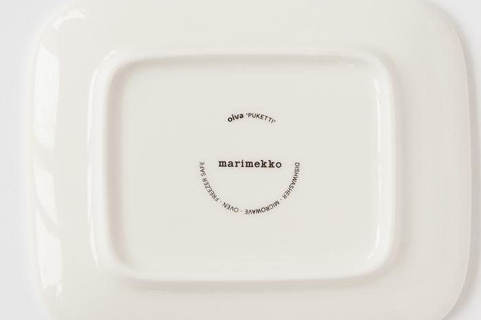 それぞれの食器の裏側にはマリメッコの文字が。食器洗浄機、オーブン、レンジにも対応しています。