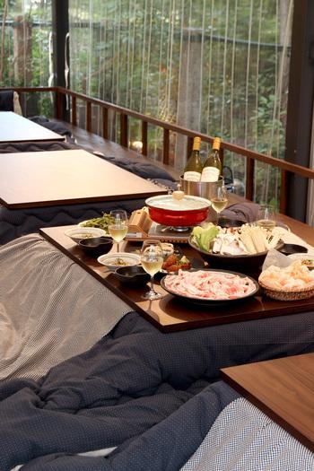 テラスとは言え、周囲はビニールシートで覆われ、暖房もしっかりあるので、どんなに寒い季節でも外の光景を楽しみながら、鍋料理を満喫できます。