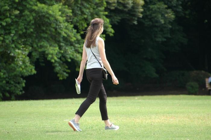 お休みの日には、自然が多い公園などをウォーキングするのも気持ちが良いですよ。ウォーキングを続けていると徐々に足に筋肉がついてきます。筋肉がつくと基礎代謝量が上がって太りにくくなるそうですよ。
