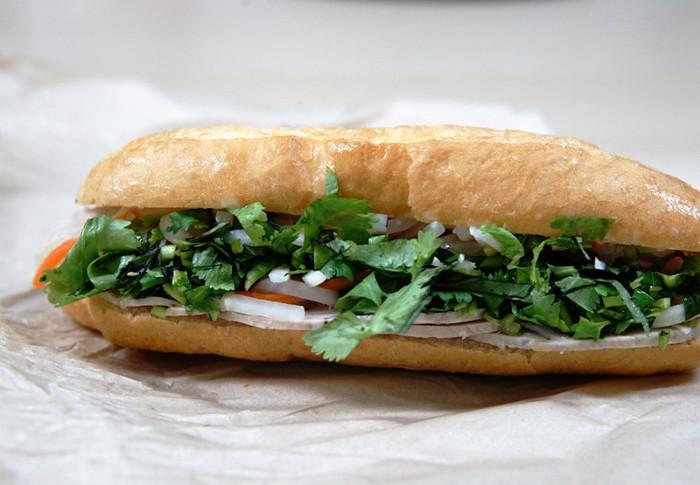 ベトナムでは「バインミー」で使用されているパンは、フランスパンのことを指します。その為、具材が入っている場合は「バインミー・○○」と、後に具材の名前を入れます。今回は、そんな本格的な美味しいバインミーが食べられる都内の専門店をご紹介します。ランチや晩ご飯に色々な風味のバインミーを食べてみましょう♪
