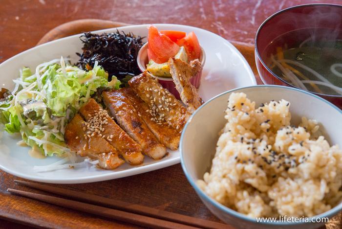 そんな、癒しの空間でいただくのは「もちもちの玄米」と季節の野菜などを使用した体にやさしいゴハン。特にもちもちの玄米は人気があり、玄米ゴハン目当てに訪れる客も多いそう。