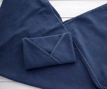 ランニングステッチは刺繍の基本の縫い方です。布の裏側から針を出して等間隔で縫っていきます。シンプルな縫い方ですが、基本が大切なのできちんとマスターしておきましょう。
