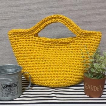 上級者になればバッグだって作れちゃいます。自分で作ると好きな色の毛糸で自分好みの形に作れるのがうれしい。