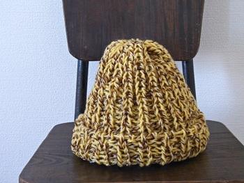 表目と裏目を交互に編んでいく「1目ゴム編み」。伸縮性のある仕上がりになります。