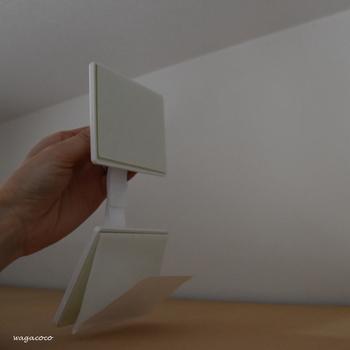 突っ張り棒の設置に不安があったり、見た目が気になる場合は、壁に直接家具を固定する方法も。  こちらの「ガムロック」は強力粘着材で固定するため、女性でも簡単に設置できます。