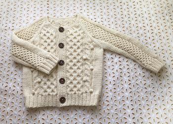 ナチュラルな風合いが素敵なアランニットカーディガン。 慣れれば様々な模様編みができるようになりますよ!