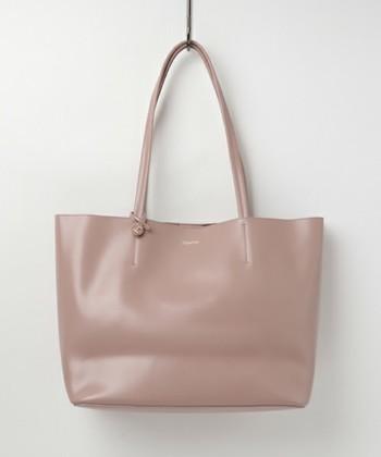 バレーシューズで有名な「レペット」は、素敵なバッグラインも持っていて、バレーシューズ同様柔らかなレザーを使用したバッグが揃っています。