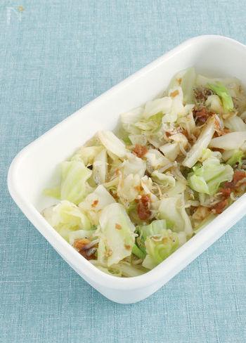 梅干し×じゃこで食べ飽きないさっぱり和え物の出来上がり。キャベツを他の青菜に変えてもおいしそう◎