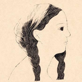 """""""Close to My Ears"""" 先を真っ直ぐ見つめる瞳と、絹糸のような柔らかな黒髪が印象的なおさげの少女。「黒髪の少女の耳に、観る人が近づいていく」ようなイメージで描かれたそうです。 """"耳をとじて Close Your Ears""""もそうですが、耳に注目したイラストやタイトルにユーモアを感じます。"""