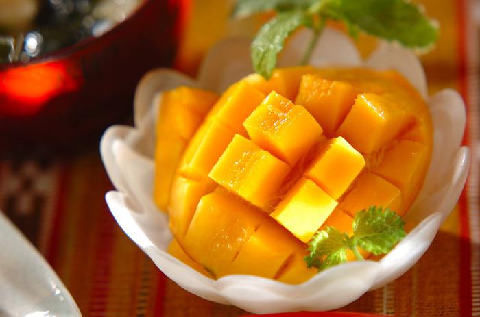 基本のカットですが、覚えておきたいマンゴーのカット。見た目の美しさだけでなく食べやすさも◎。