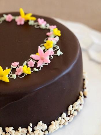 ケーキやクッキーなどに使われるチョコレートですが、実はお料理の隠し味としてもよく使われているのをご存知ですか?