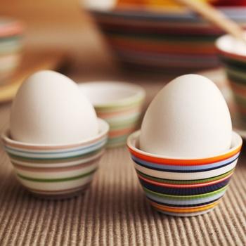 ほんの小さな面積でもオリゴが並べてあると、それだけでぱっとテーブルが華やぎます。エッグスタンドして使うと、真っ白な卵が特別な食材のように見えてきます。
