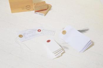 荷札や値札として使われている「タグ」。 文具店や雑貨店などでいろいろな種類とサイズのものが売られています。