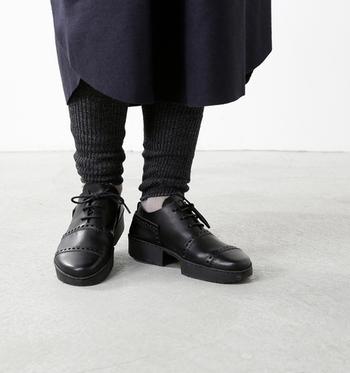 あたたかなのにさらりとした履き心地の、ウールリネンのレギンス。冬はあたたかく、夏は涼しく…オールシーズン履くことができます。