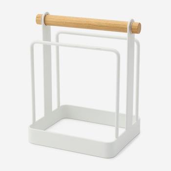 スチールとウッドの組み合わせが美しいトスカのまな板スタンド。ムダのないシンプルさがかっこいいですね。